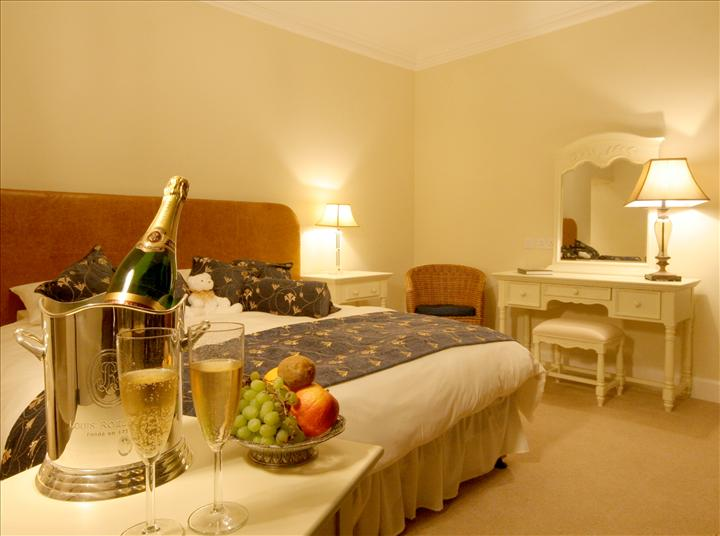 11W Champagne Room